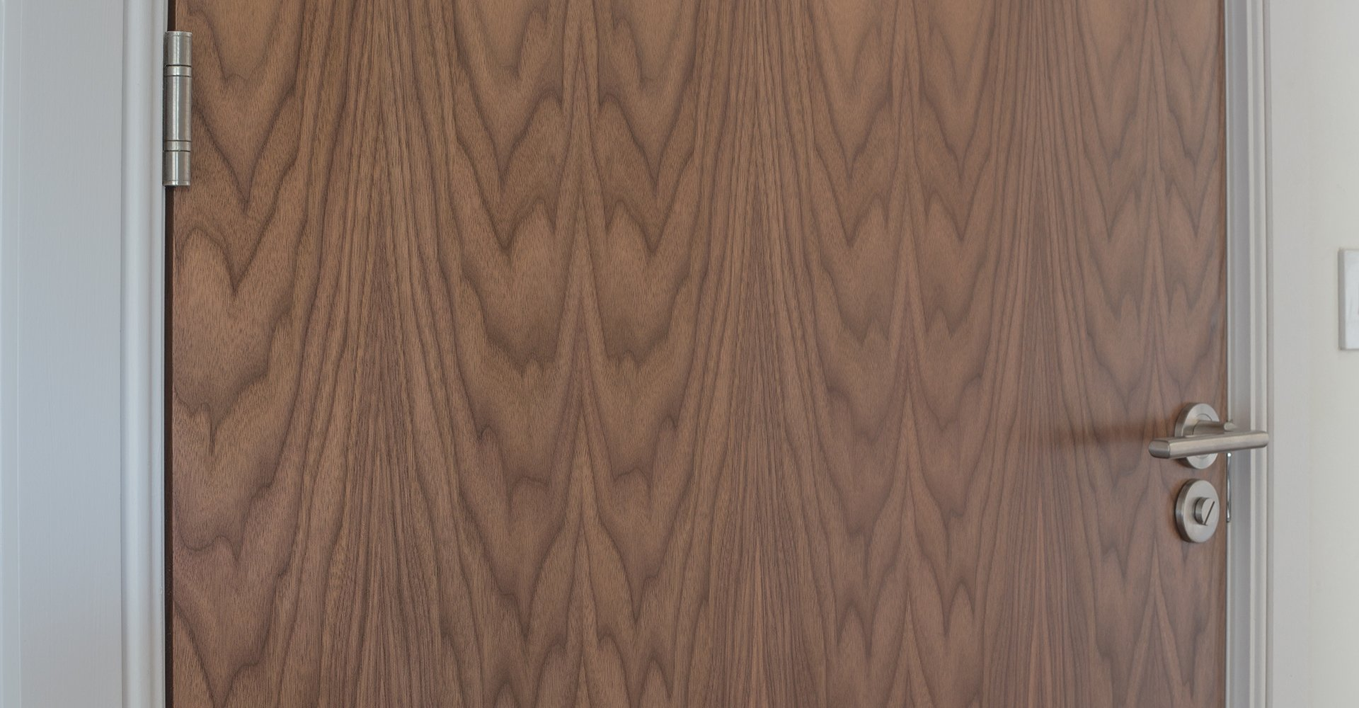 Doorview_walnut_veneer_timber_door